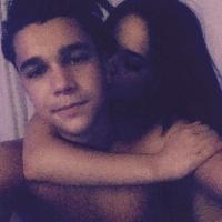Austin Mahone sube foto desnudo con Becky G