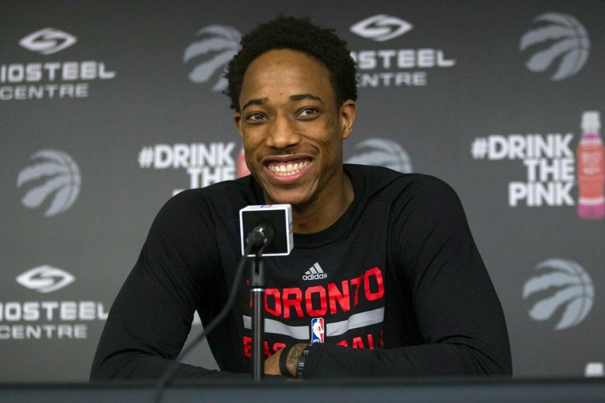 Foto de archivo del 26 de mayo de 2016, en la que DeMar DeRozan de los Raptors de Toronto comparece en una rueda de prensa en Toronto. (Chris Young/The Canadian Press via AP, file) MANDATORY CREDIT